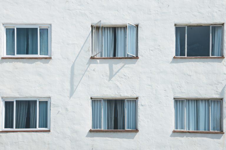 otwarte okna blok